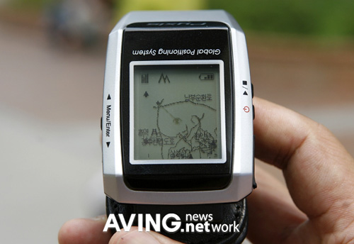 Pyxis GPS Watch (Image courtesy AVING.net)