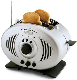 DeLonghi Toaster Radio (Image courtesy 7Gadgets)