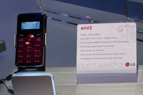 LG enV2