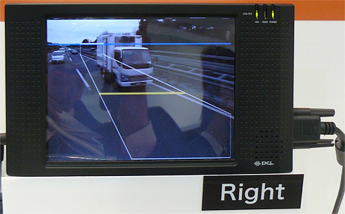 Toshiba\'s Smart Side Mirrors (Images courtesy Tech-On!)