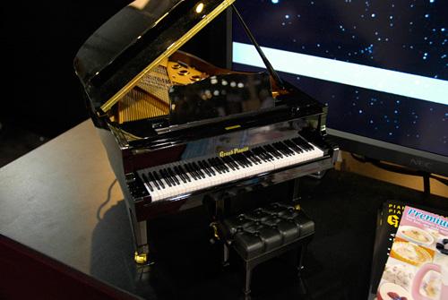 Miniature Self-Playing Piano (Image property of OhGizmo!)