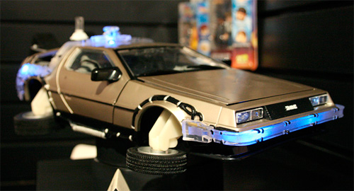 Diamond Select's BTTF Delorean (Image courtesy WizardUniverse.com)