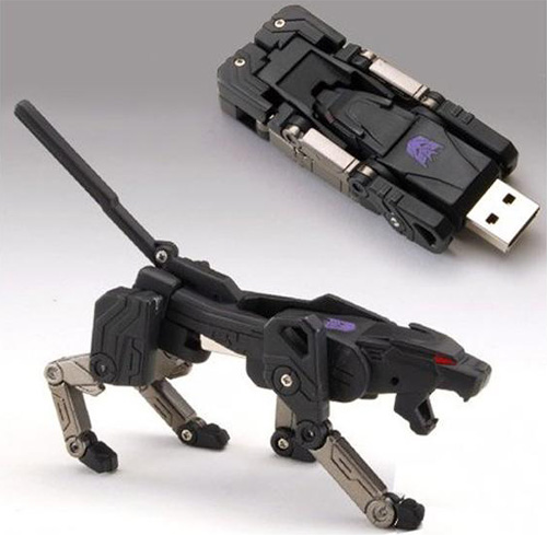 Transforming USB Flash Memory (2 GB) - Ravage (Image courtesy BigBadToyStore.com)