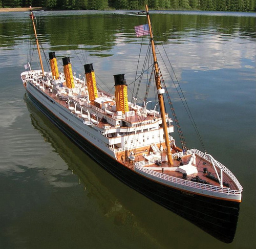 The Authentic 6 Foot Remote Controlled RMS Titanic (Image courtesy Hammacher Schlemmer)