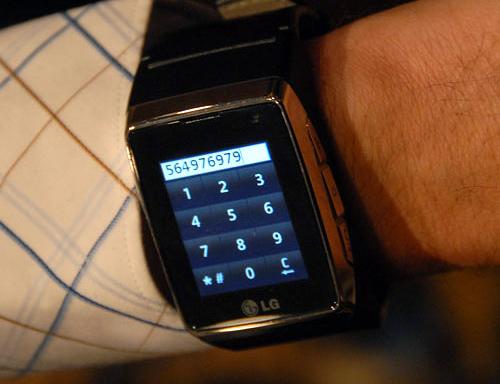 LG GD910 Watch Phone (Image courtesy OhGizmo!)