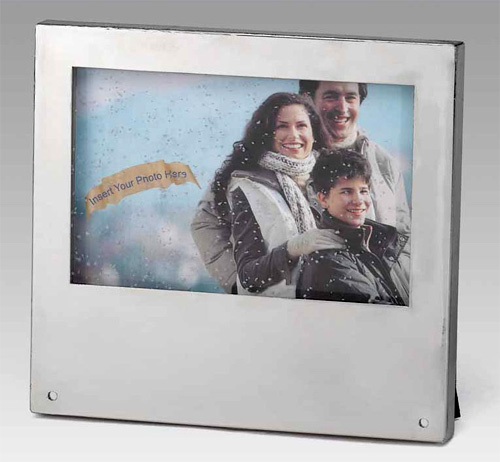 Really Snowing Photo Frame (Image courtesy ShopGadgetsAndGizmos.com)