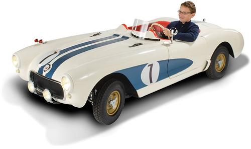 The Junior 35 MPH Classic Corvette (Image courtesy Hammacher Schlemmer)