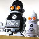 Wind-Up Salt & Pepper Shaker 'Bots Come To You