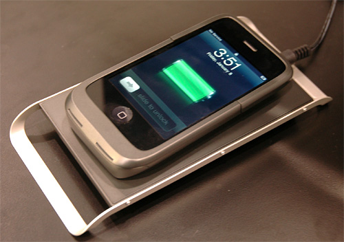 Case-Mate iPhone Wireless Charging Pad & Case (Image property OhGizmo!)