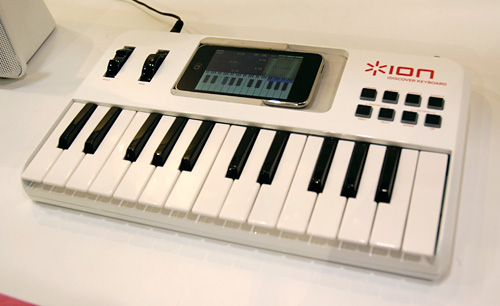 Ion Audio iDiscover Keyboard (Image property OhGizmo!)