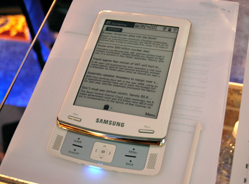 Samsung E6 E-Book (Image property OhGizmo!)