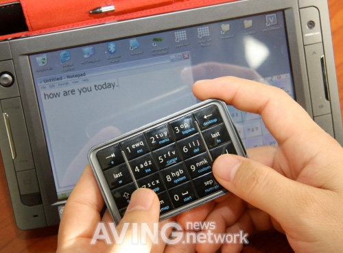 Mobience smallQWERTY Keypad (Image courtesy AVING USA)