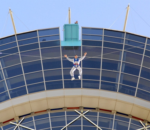 Stratosphere's SkyJump Ride (Image courtesy Gizmag)