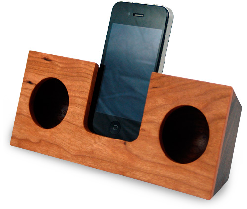 koostik Wooden iPhone Amplifier (Image courtesy koostik.com)