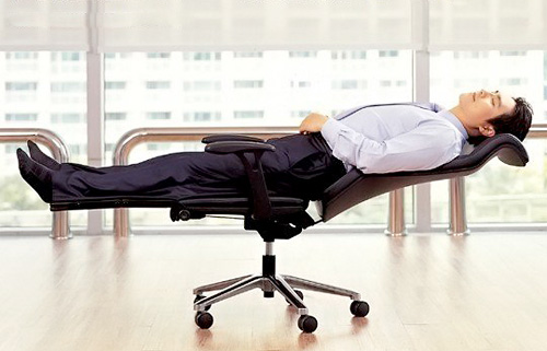 Lay Flat Office Chair (Image courtesy Thanko.jp)