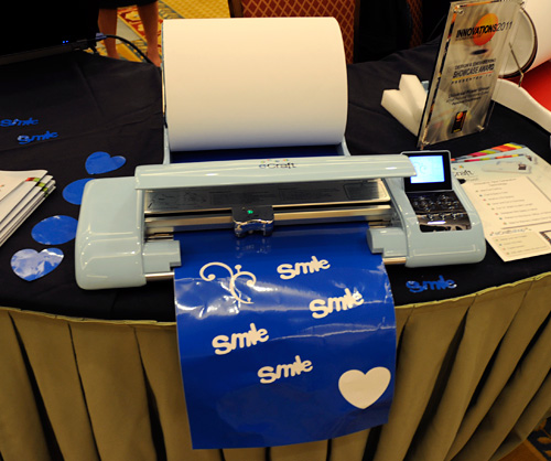 eCraft Electronic Paper Cutter (Image property OhGizmo!)