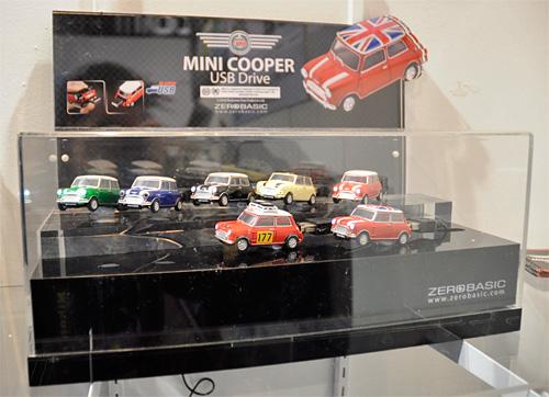 Mini Cooper Flash Drives (Image property OhGizmo!)