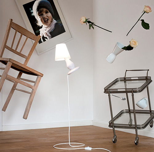 FlapFlap Floating Floor Lamp (Image courtesy design3000)