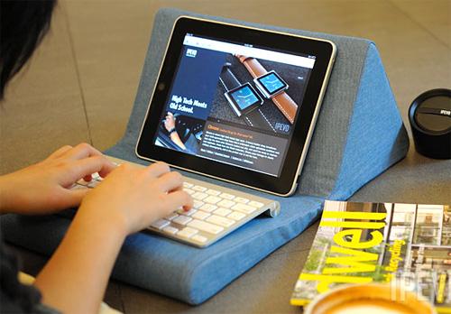IPEVO Cushi iPad Stand (Image courtesy IPEVO)