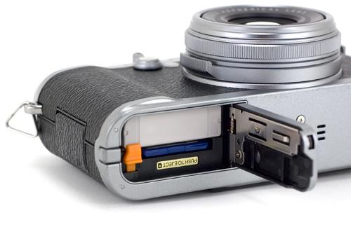 Fujifilm FinePix X100 (Image property OhGizmo!)