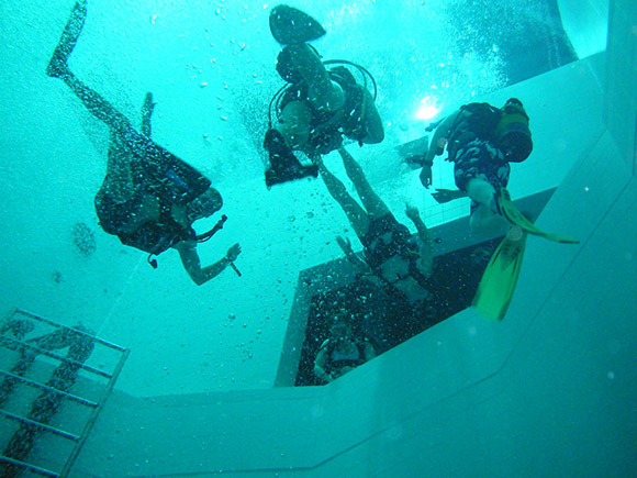 Nemo 33 Is The World S Deepest Swimming Pool Ohgizmo