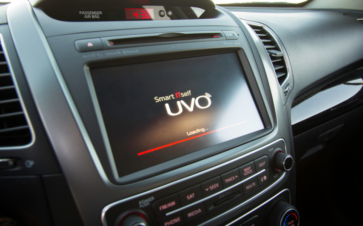 Kia-UVO-touchscreen
