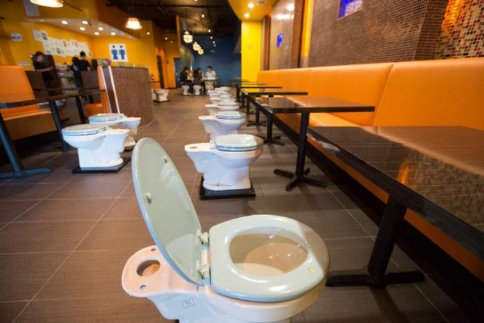Grody Toilet Restaurant1