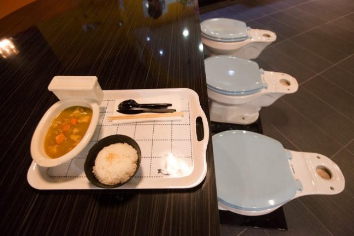 Grody Toilet Restaurant3