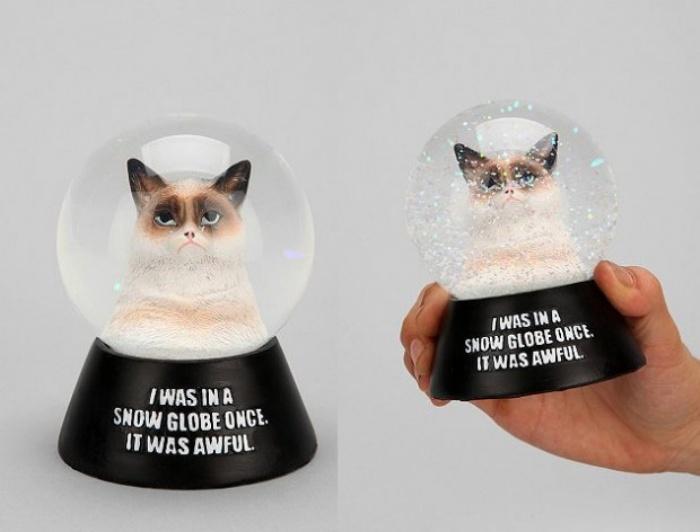 Grumpy Cat Snowglobe