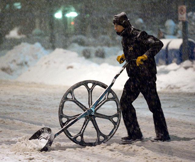 wheeled-snow-shovel-10378