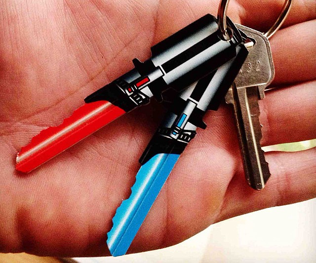 star-wars-lightsaber-house-keys-640x533