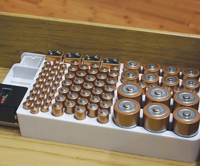 battery-organizer1-640x533