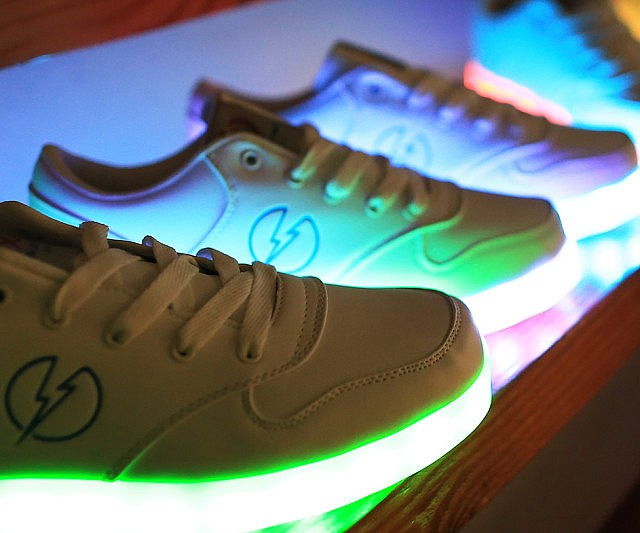 led-shoes2-640x533