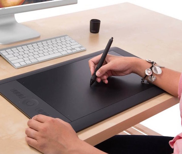 Wacom-Intuos-Pro-Pen-and-Touch-Tablet-01