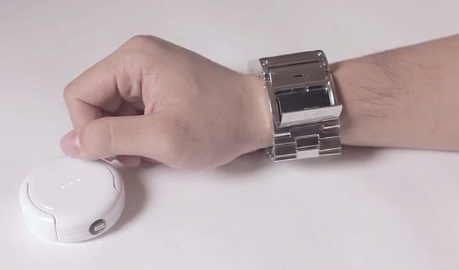 Apple-Watch-Prime-Strap-with-battery-3