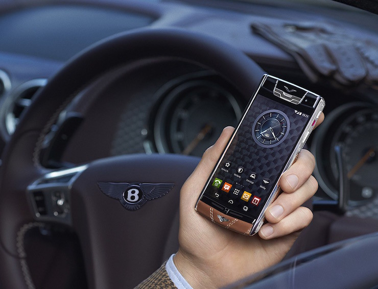 Signature-Touch-Smartphone-for-Bentley-01-1