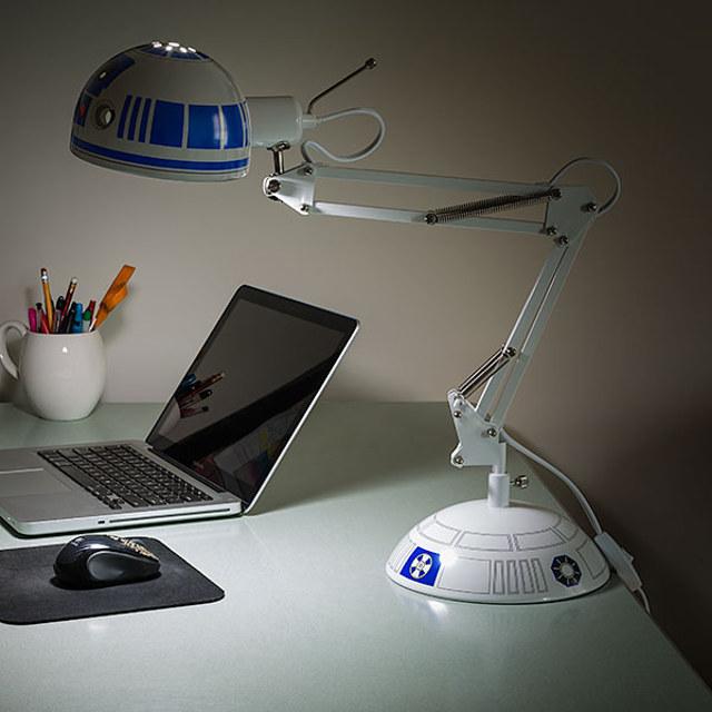 r2d2-desk-lamp-2