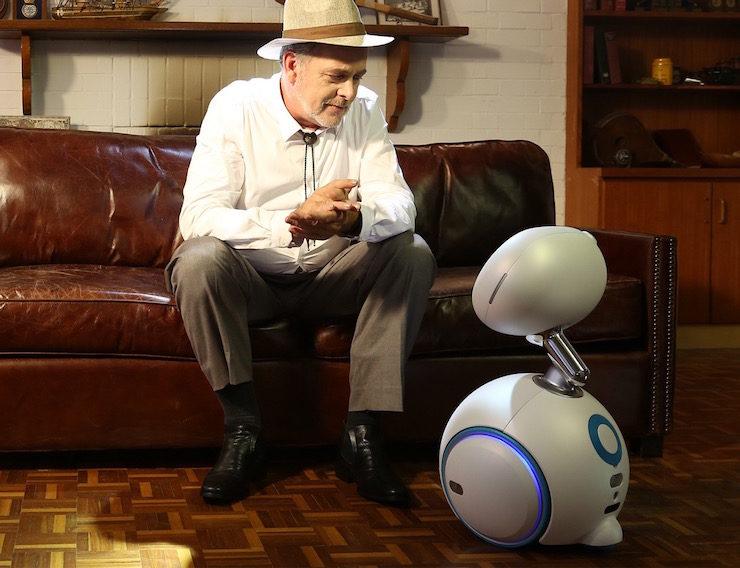 ASUS-Zenbo-Home-Robot-01