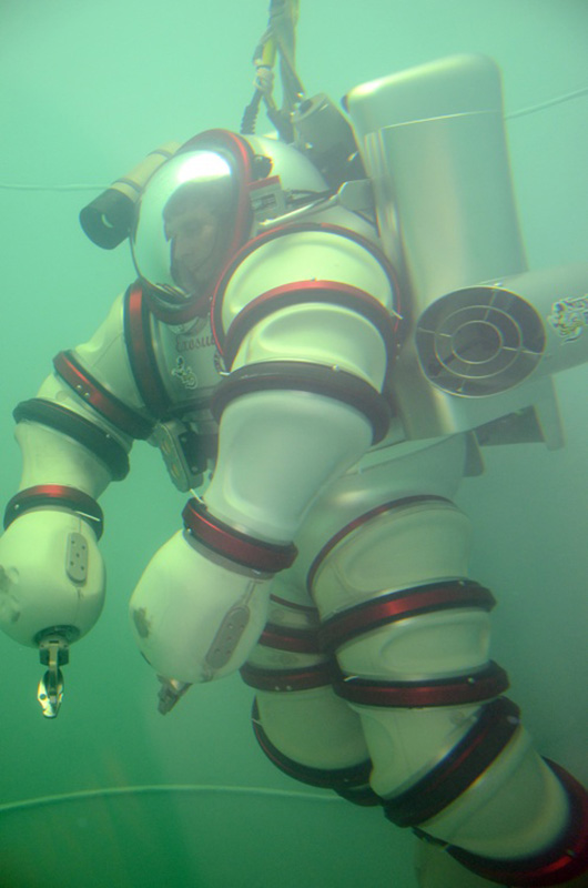 exosuit-self-propelled-atmospheric-diving-suit-8