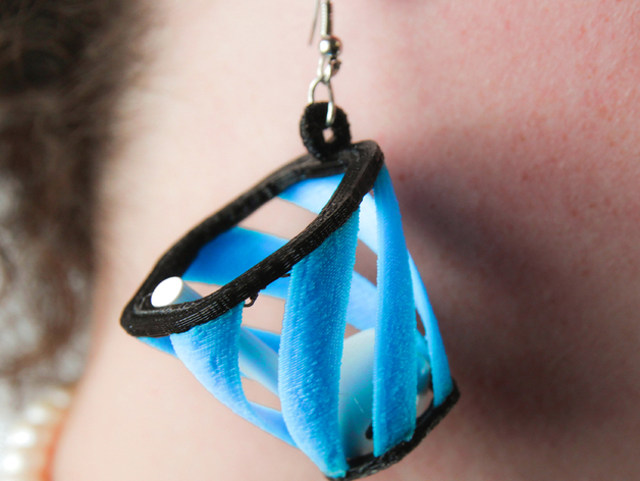 apple-airpod-catching-earrings-1