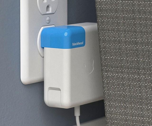 side-facing-apple-charger-plug-640x533