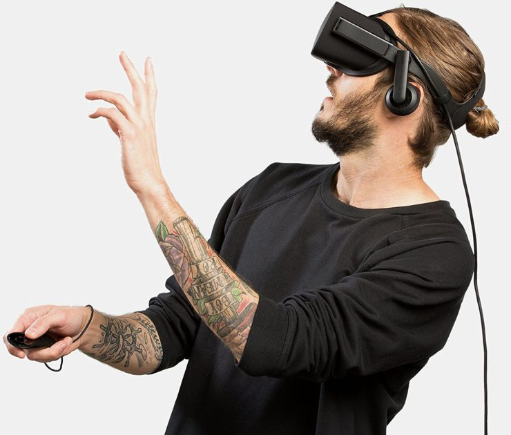 Tattooed guy with VR Glasses